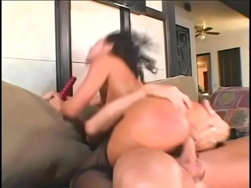Sexy Cougar Gets Herself Double Penetration